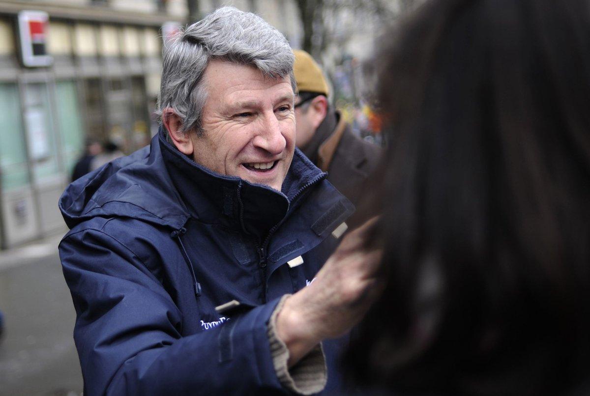 Philippe de Villiers pense à s&#39;afficher aux côtés de Marine Le Pen  http:// dlvr.it/NkllCH  &nbsp;   #Breaking #BreakingLive<br>http://pic.twitter.com/K7vmjDtyZ1