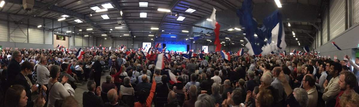 Nous sommes 5000 réunis à #Nantes derrière @FrancoisFillon ! Nous allons gagner !  #FillonNantes<br>http://pic.twitter.com/4BeyLcncCc