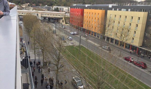 #URGENT#Bordeaux: Station Cenon évacuée après une menace de bombe. C&#39;est la deuxième menace à la bombe à Bordeaux en deux jours.# #BREAKING <br>http://pic.twitter.com/8M64HD6aVs