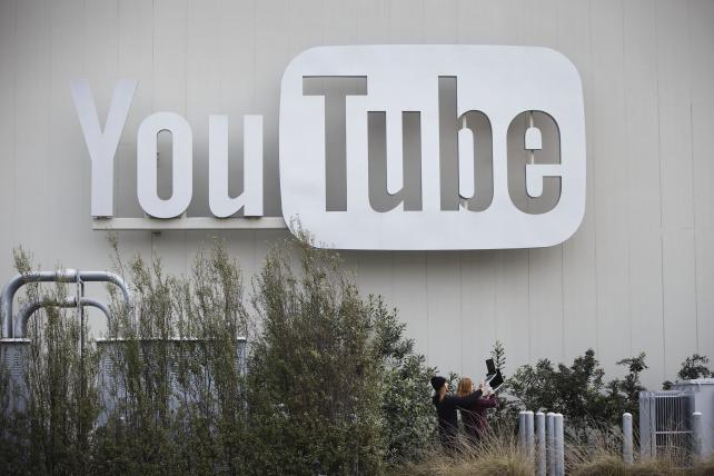 More big advertisers flee YouTube, other Google properties over offensive content https://t.co/lnVZLvplBV https://t.co/zBkRFnLDYM
