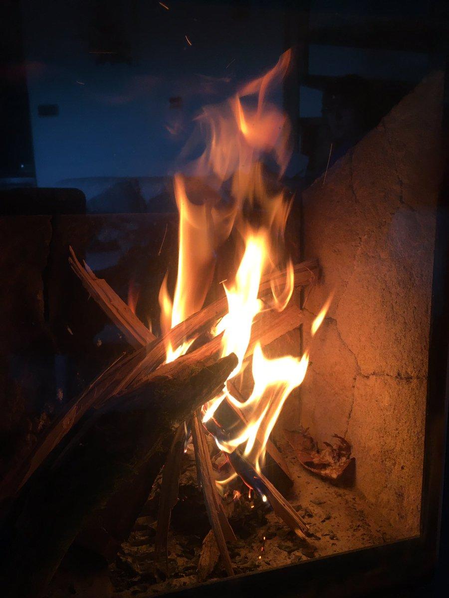 Écouter @RADIOSCENARYO au coin du feu ? C&#39;est kiffant #soundtrack #pop #rock #tempo #cool vivement le #printemps<br>http://pic.twitter.com/1ZZgstTjqz