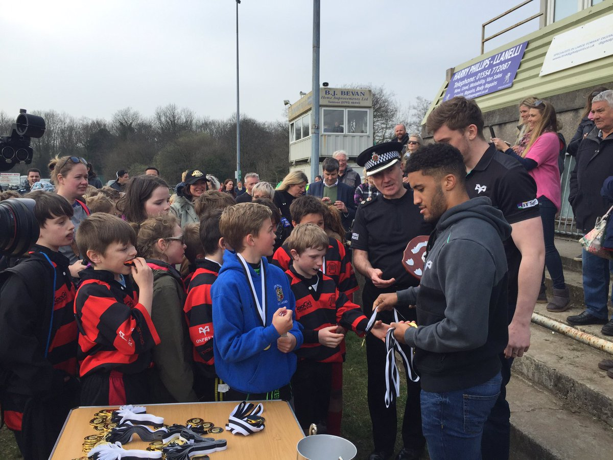 @keelangiles123 presenting the shield runners up medals today. #KNSPpe...