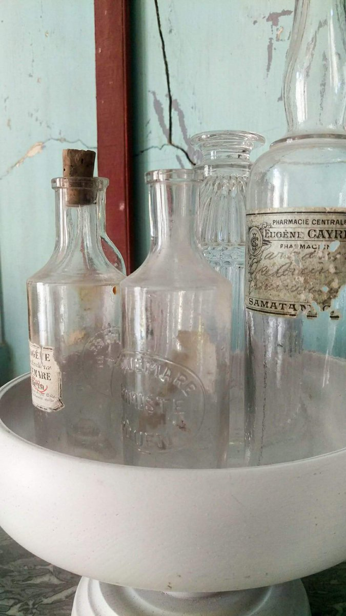 Affichez vos jolies collections... #collection #bouteilles #verres #flaconsanciens #brocante <br>http://pic.twitter.com/kdleex8uf6