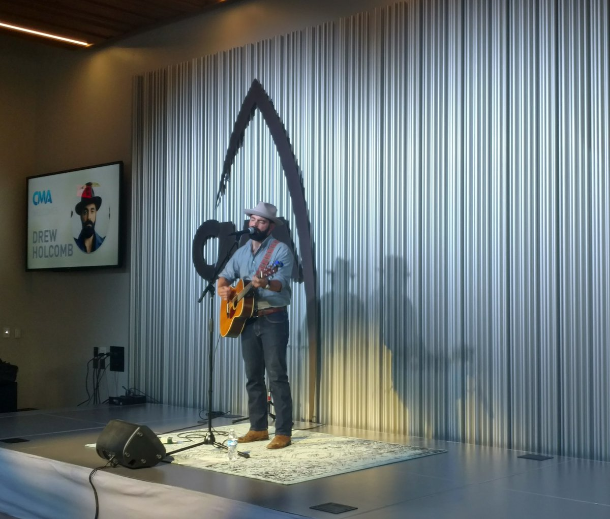 Know what makes Mondays better?! 🎶🎤 from @DrewHolcomb! #MusicMonday ht...