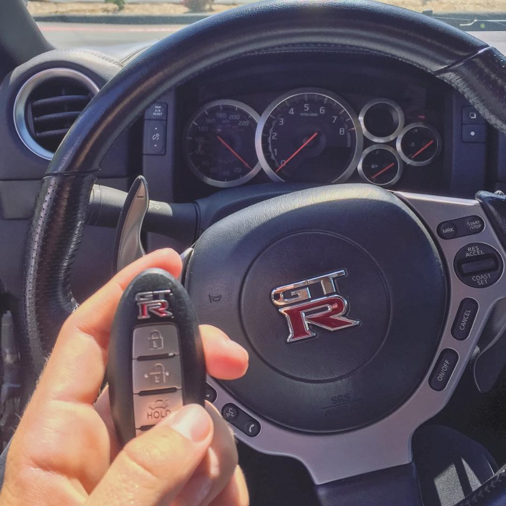 Tell us what's in your car? #ThingsSeenInMyCar 📷 @tannerfox https://t....