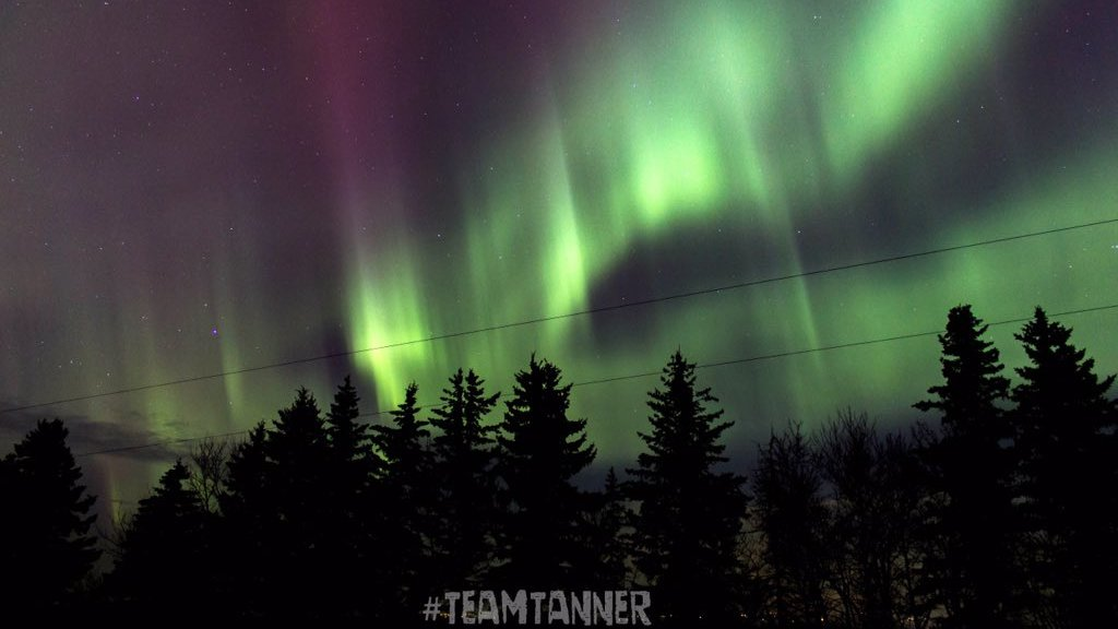 Speedy solar wind sweeps past Earth to spark #AuroraBorealis across #Canada -  http:// bit.ly/2ntBw55  &nbsp;   (pic c/o #TeamTanner)<br>http://pic.twitter.com/1PFrCCH9RE