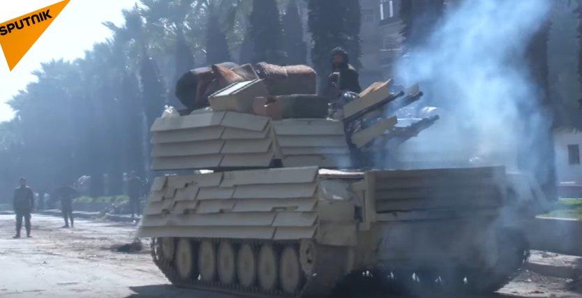 المزيد من الحيل السورية لحماية دبابات النظام !! C78yDk-XwAA2r2g
