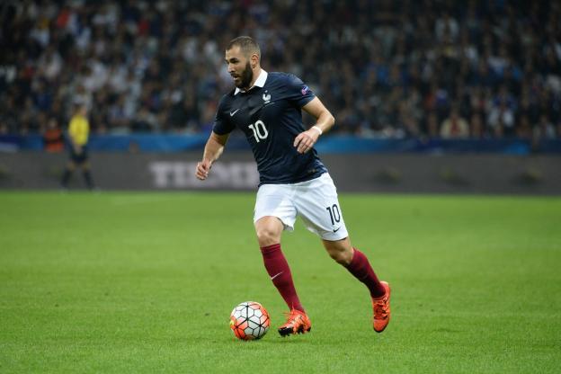 Foot - Bleus - Equipe de France : Benoît Hamon en faveur d&#39;un retour de Karim Benzema chez…  http:// dlvr.it/Nks7HT  &nbsp;   #Breaking #BreakingLive<br>http://pic.twitter.com/5OaOM7iDGc