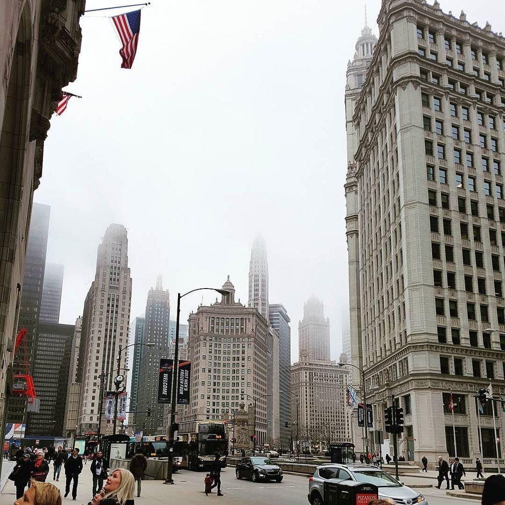 Les nuages sont restés toutes la journée mais c&#39;était quand même très bien  #Chicago  http:// ift.tt/2oaxJs1  &nbsp;  <br>http://pic.twitter.com/9a1W4xOrHM