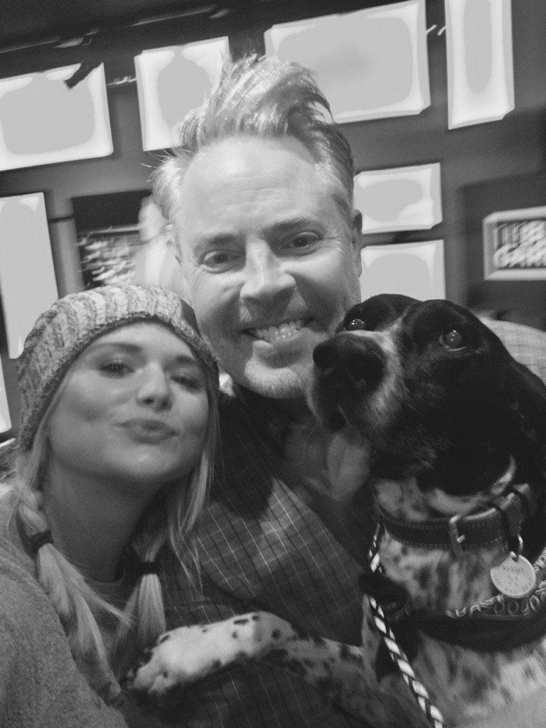 @mirandalambert @blairgarner and Blair's dog Scooby. @theblairgarnershow #nash https://t.co/7v0xVKgvQU