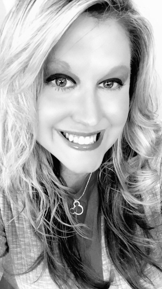 Snapchat fun at lunch today lol. Love black &amp; white photos. Today&#39;s style some curls and my Mickey necklace of course!!! #disneyside #spring<br>http://pic.twitter.com/6DGSRgbcwx