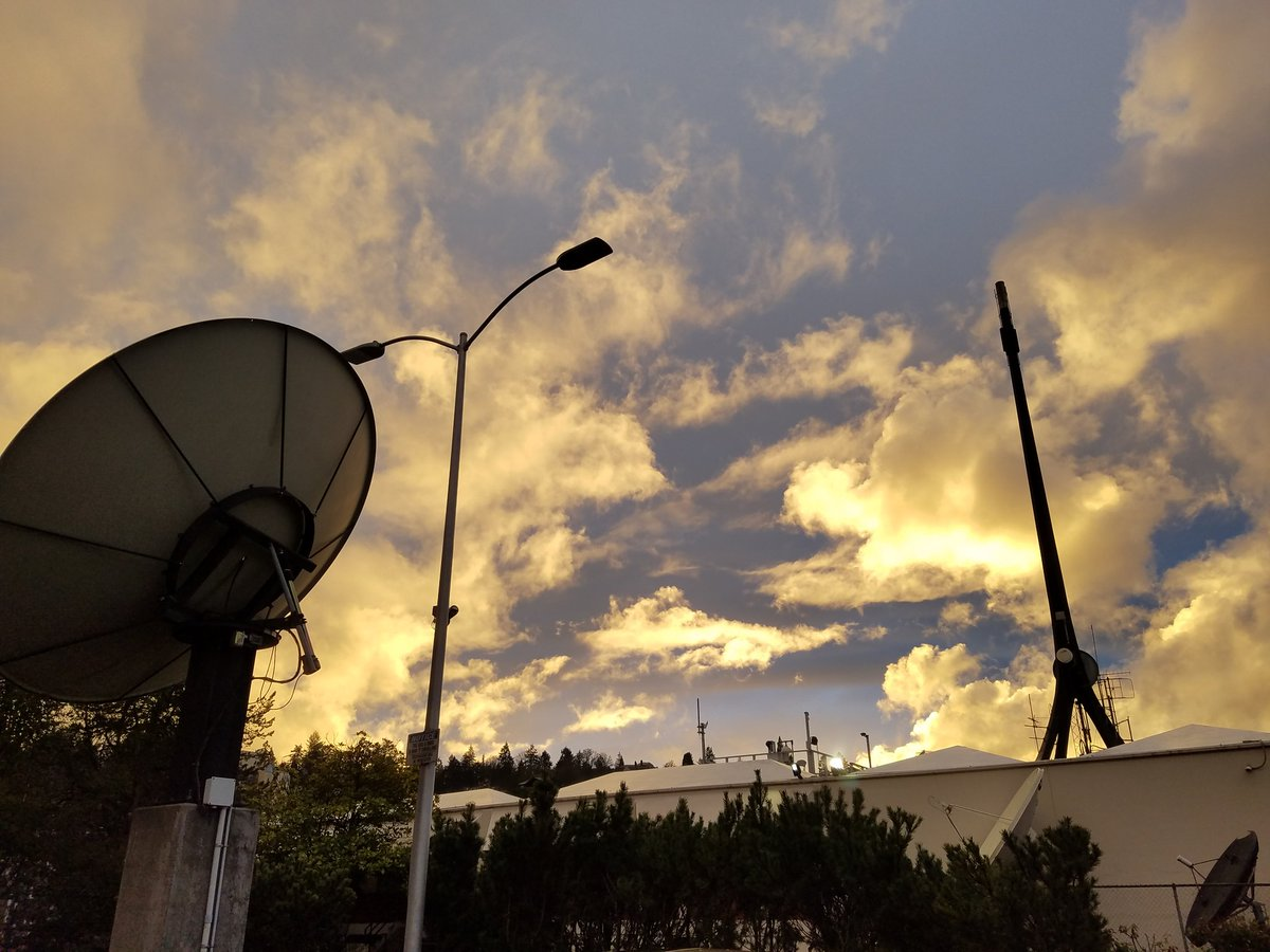 A very bold sky. #kgwweather <br>http://pic.twitter.com/tCMhGJDUyf