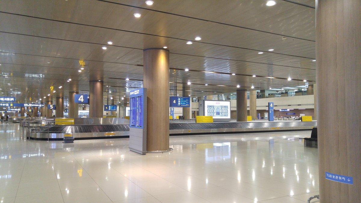 先ほどソウルのインジョン国際空港に着いた。ご閑古鳥。ガイドさんのお話では、昨日から中国政府が韓国への団体旅行を全面禁止したためそうなってしまったが、「中国依存」の怖さがよく分かった。