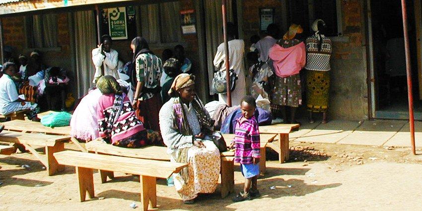 1997 gründeten wir die Ambulanz im Slum von #Nairobi. Erfahre mehr über die Entwicklung unseres Projekts in #Kenia:https://t.co/EMzFBf69CE https://t.co/nvR9HBZ89R