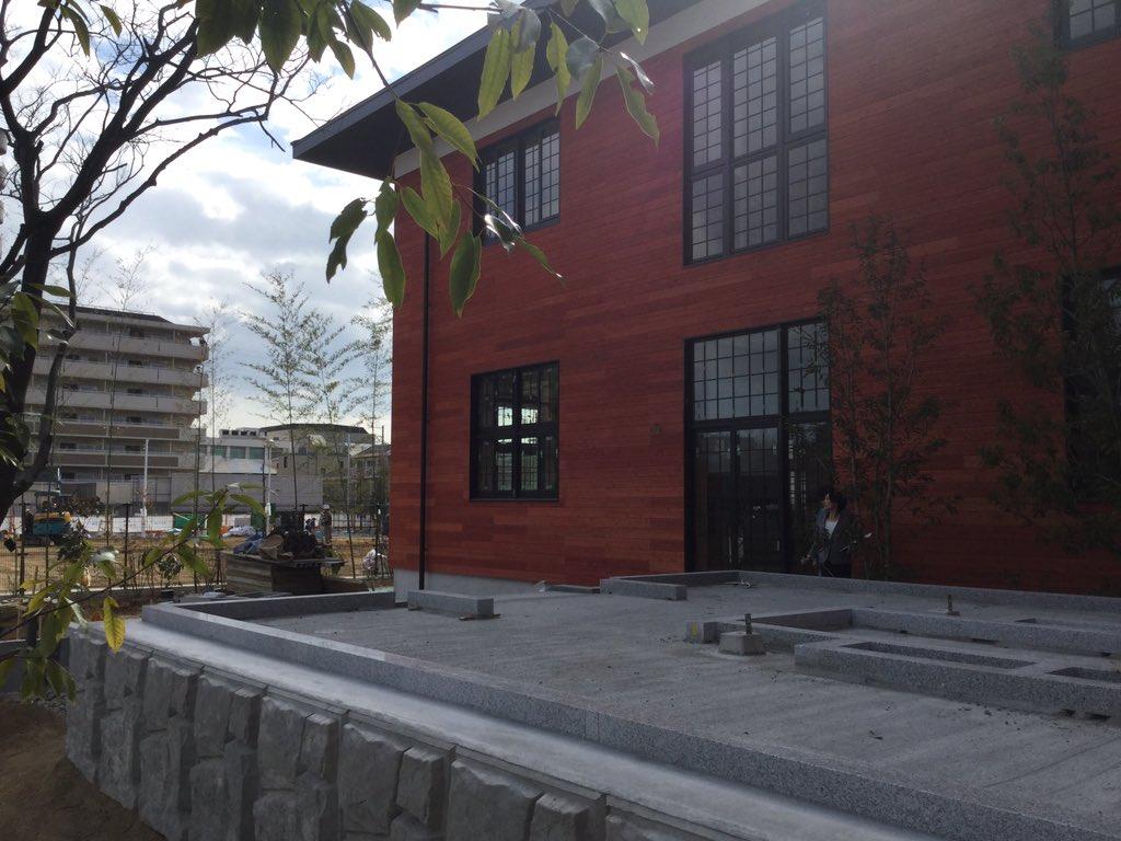 委員派遣メモ。 平成27年9月 昭恵夫人から「安倍晋三から」と、 100万円領収書なしで、かごいけ理事長に。 総理、 あなたの寄付が入った学校は美しい建物でしたよ。