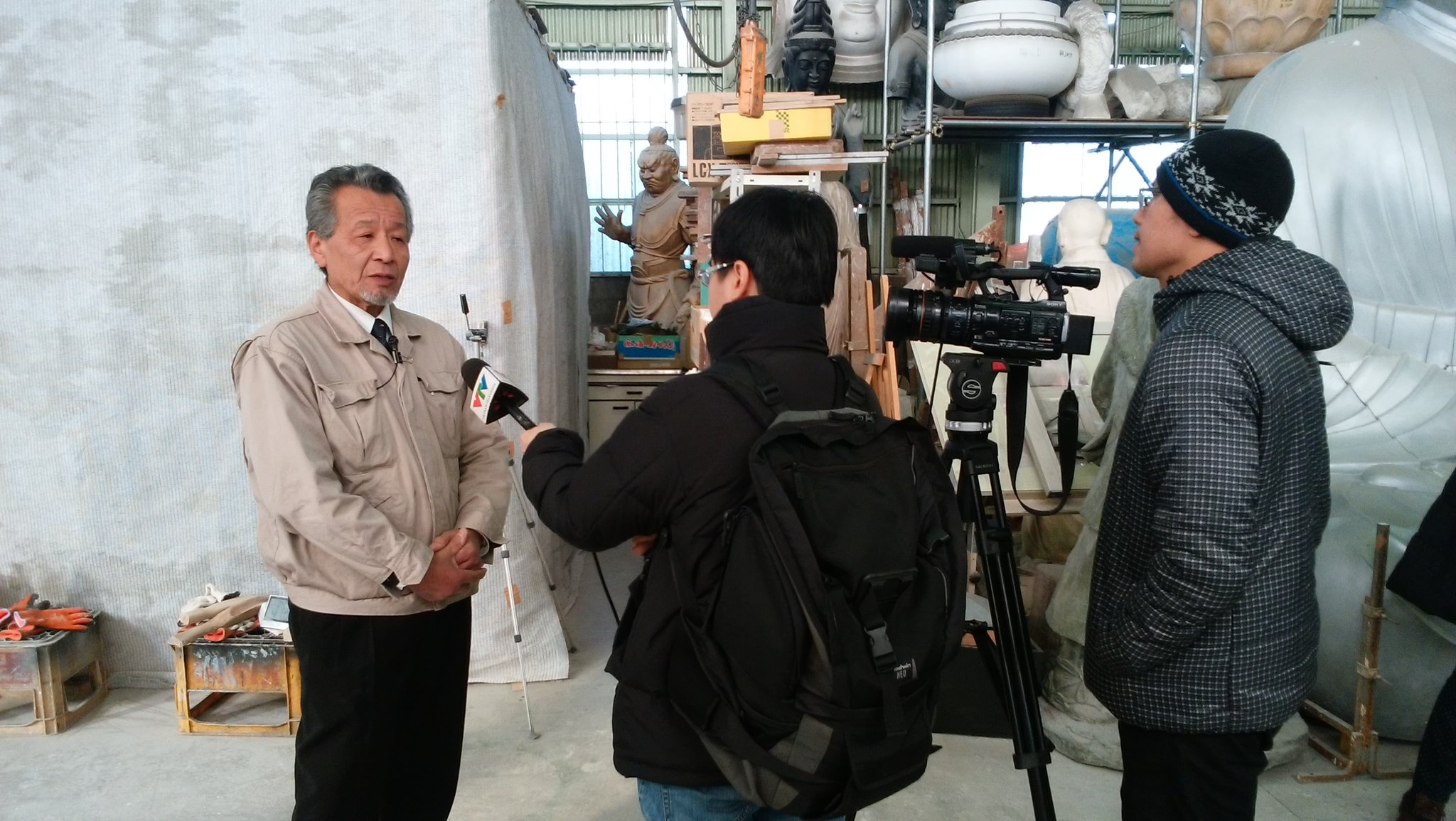 釈迦三尊像の再生プロジェクトで、最大のパーツである大光背を製造された梶原製作所さんに取材に来ています。 https://t.co/LYFDixIjnd