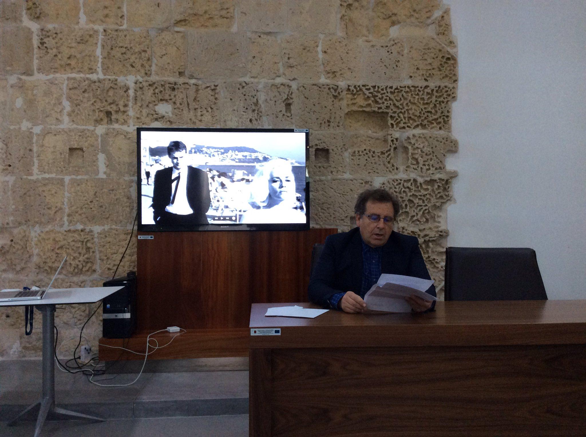 Richard Pietri @uniofmalta présente le jeu et le casino chez l'auteur Maurice Ciantar #TexteImage4 https://t.co/j4o5iCJJ5s