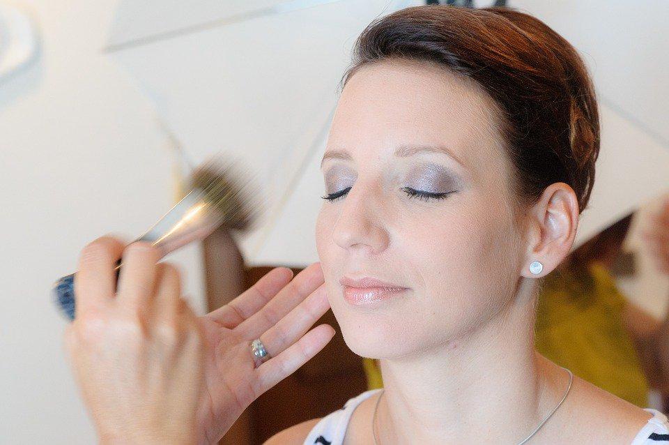 El maquillaje forma parte del beauty look que te hará lucir más guapa que nunca en tu día B https://t.co/Ay1wYW22io Vía @Nosotras_com https://t.co/dDyKTvstID
