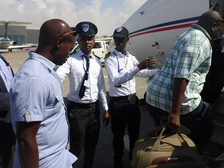 15 Kenyans Detained at Mogadishu Airport and 2 deported for being in Somalia illegally. Two identified as Edgar Mudachi and William Kamau.