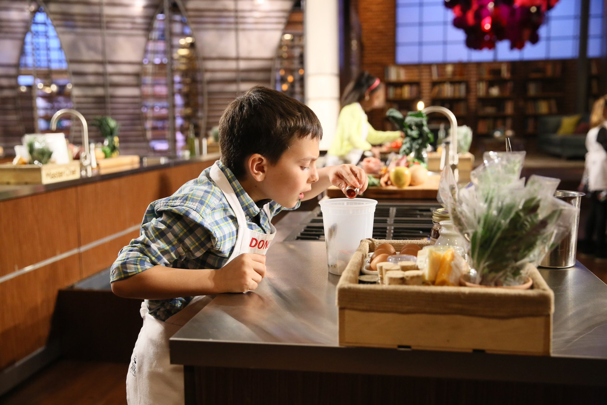 RT @MasterChefJrFOX: Time to focus, West Coast! #MasterChefJunior is hot out of the oven on @FOXTV. 🔥 https://t.co/tS509l9n8x