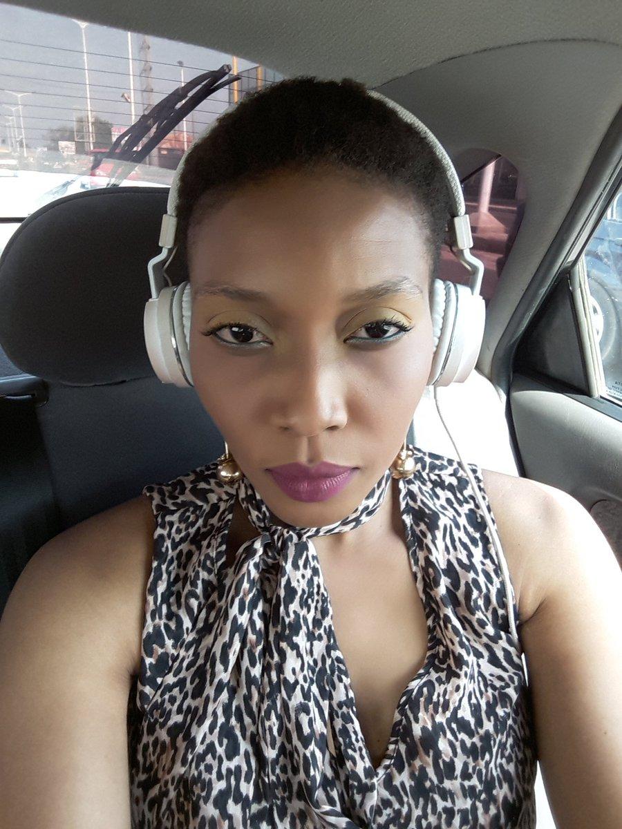 En route pour un direct à #RadioSportFm avec #RoméoYetor....#Esseni #MusicForever. <br>http://pic.twitter.com/rWs86s22BX