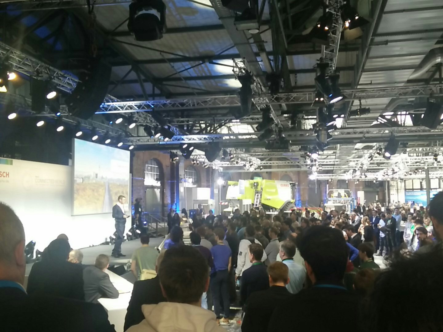 #BCW17 meets #BCX17. Presentation of winning projects of #BCX17 on the stages of  #BCW17 https://t.co/IWeJMddkcR