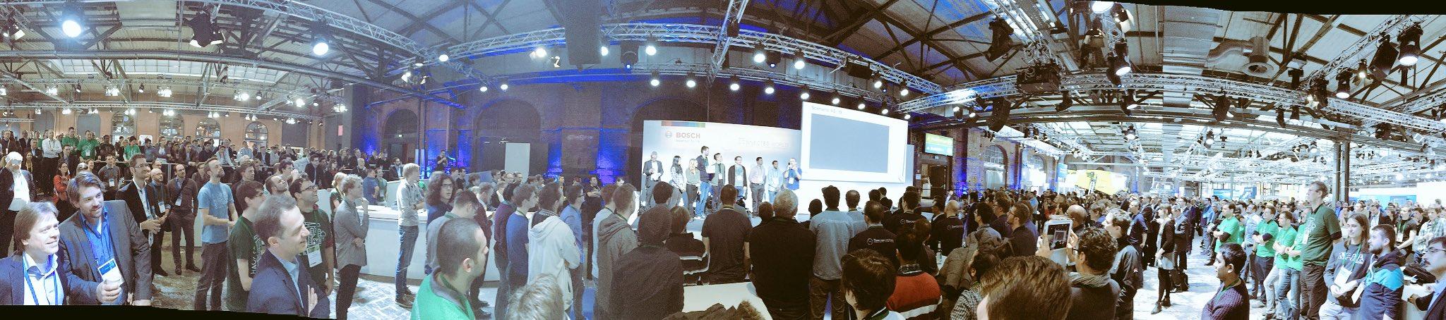 Big in #Berlin bei #Bosch auf der #BCX17 #BCW17 - es laufen die Schlusspitches des Hackathons. https://t.co/ocMgPluZcR