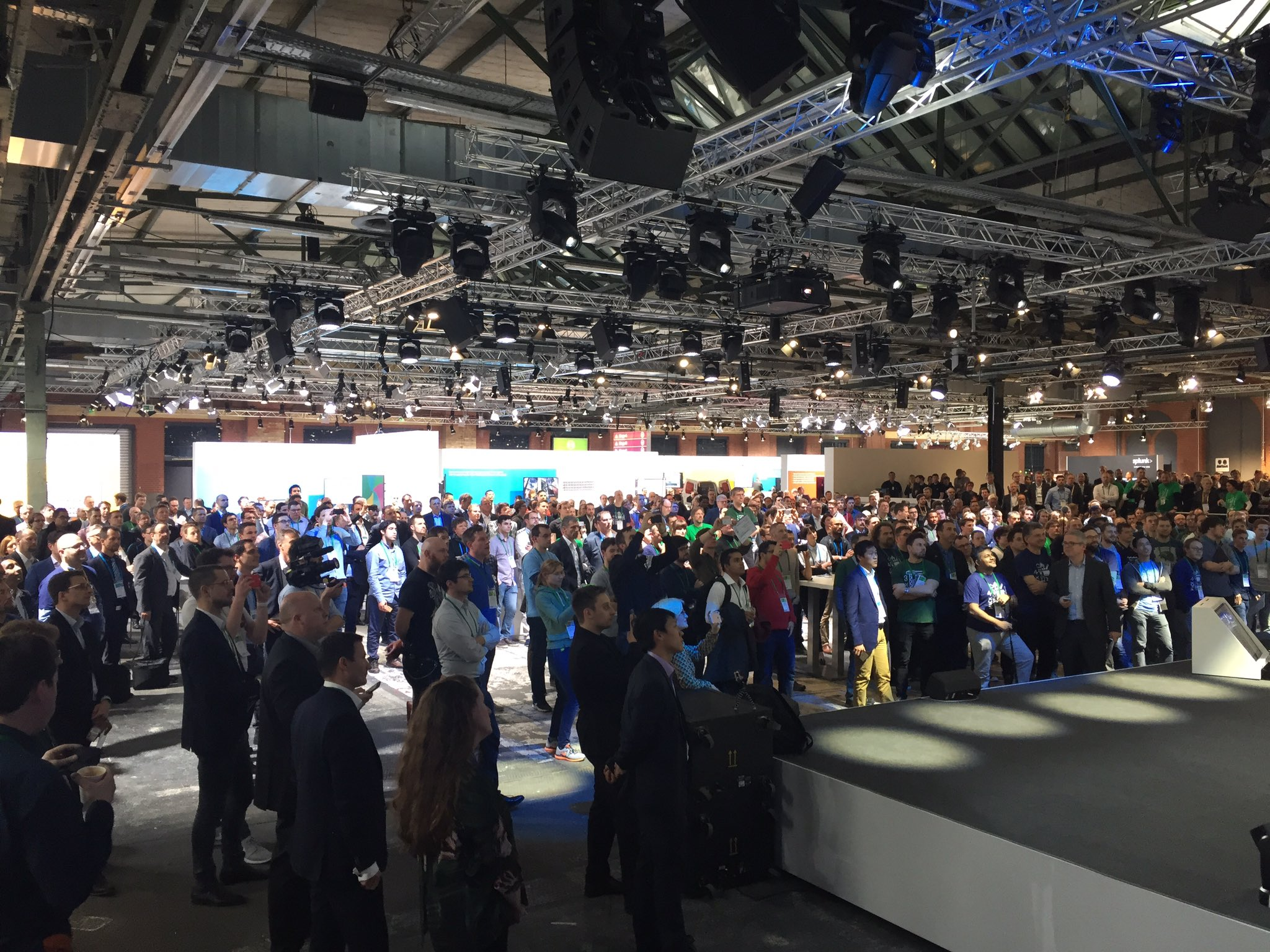 #BCX17 award ceremony - eight nominees for two finalists 1. In Technical brilliance 2. In Creativity. And the winner is ... #BCW17 @BoschSI https://t.co/iAUNnvwdBZ