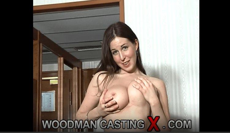 PHYLLIS: Woodman Casting Kira Hot
