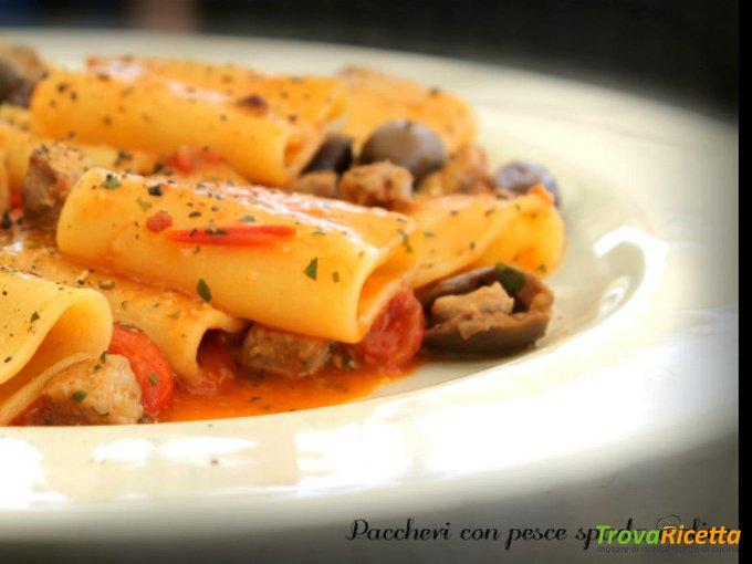 Paccheri con pesce spada e olive