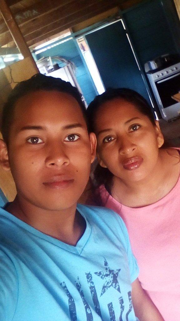 One with muy mom #loveumom #bestmom #thebestmom #love #lovepic #follow #follobackSeguro<br>http://pic.twitter.com/ncbdO9KQi1