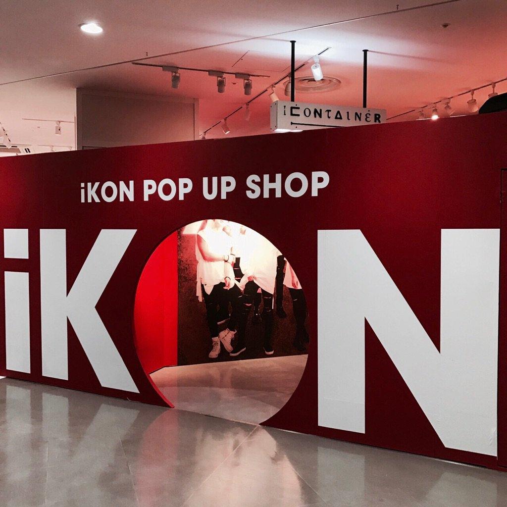【#iKON】ラフォーレ原宿「iKON POP UP SHOP」が本日11:00オープン!iKONの大きなロゴをくぐってiKONワールドへGO ✌️ ygex.jp/ikon/news/deta…