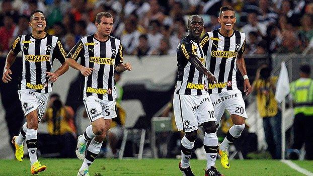 Em 2013, Seedorf e Rafael Marques brilharam, e o Botafogo venceu o Vas...