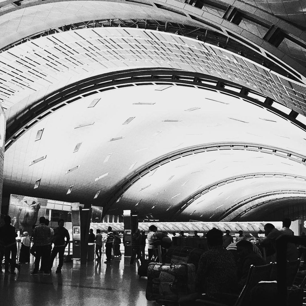 #ceiling #curves #terminal #Hamad #airport #HIA #Qatar #doha #b&amp;w #flying  http:// ift.tt/2myKcUp  &nbsp;  <br>http://pic.twitter.com/RbieVop2bb