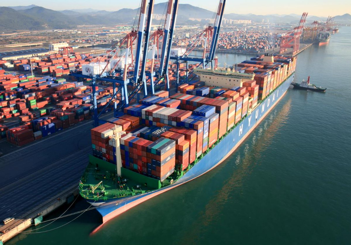 Maersk Line and HMM's strategic cooperation officially launched  https://www. vesselfinder.com/news/8797-Maer sk-Line-and-HMMs-strategic-cooperation-officially-launched &nbsp; …  #MaerskLine #HMM #agreement #shipping #containers<br>http://pic.twitter.com/D2sGCNYoMr