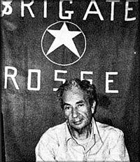 #16mars 1978 : en #Italie, les #BrigadesRouges enlèvent #AldoMoro, chef des #Démocrates #chrétiens, qui sera retrouvé mort le 9 mai.<br>http://pic.twitter.com/RUxWURXiE6