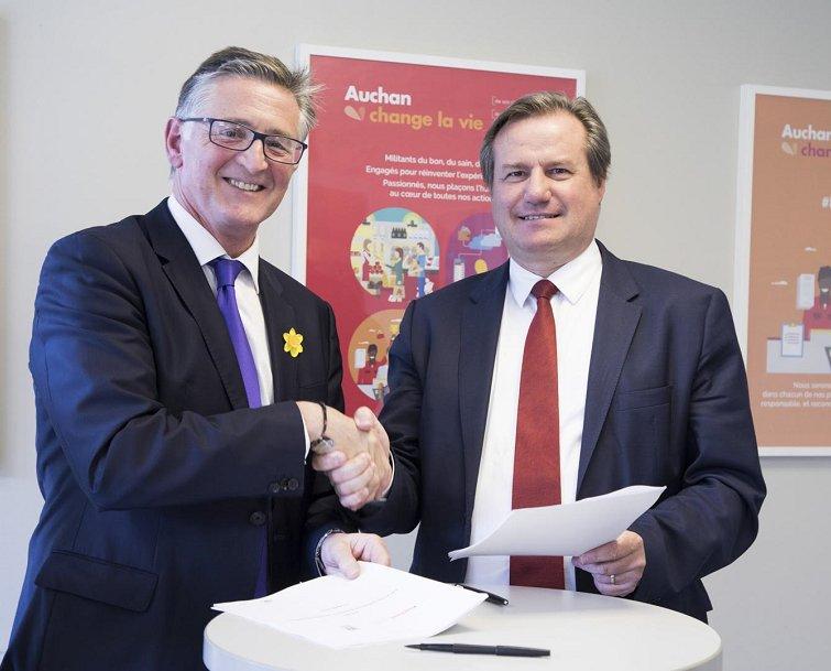 #Auchan Retail signe un accord mondial de responsabilité sociale et environnementale #RSE avec le syndicat UNI Global Union @uniglobalunion<br>http://pic.twitter.com/tQzzPtCzlY