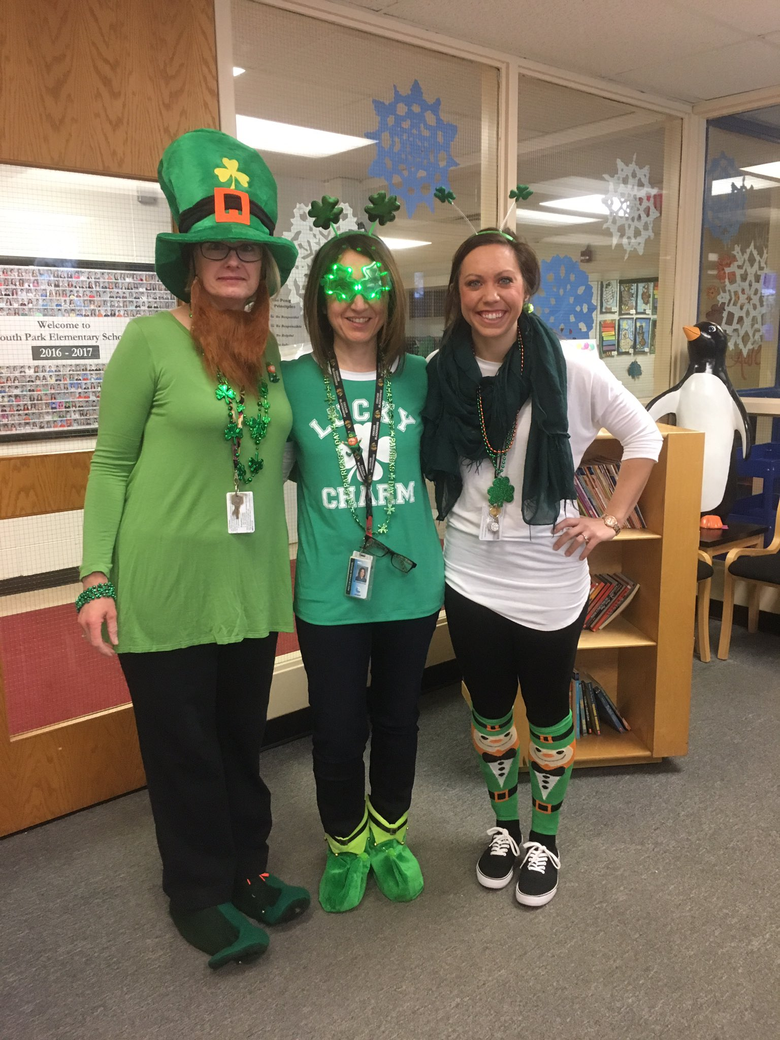 @109SouthPark Kindy teachers are ready for St Patrick's Day! #engage109 #sp109 @Kndrgrtn @misskelly109 @nvaggelatos https://t.co/fc7c18ew4o