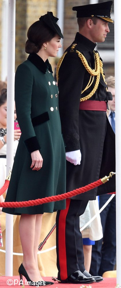 The Duchess of Cambridge in bespoke Catherine Walker for today's shamrock ceremony with the Irish Guards. ☘ https://t.co/UkxbSkuFXQ