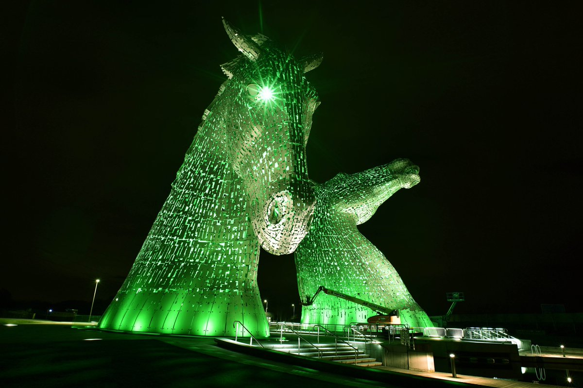 Wow! How amazing does #TheKelpies in @VisitScotland look, lit up in green for #StPatricksDay #GlobalGreening https://t.co/9Iug1ABULO
