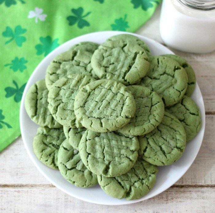 Celebrate St. Patrick's Day with festive PB Cookies! Recipe via @Jenat...