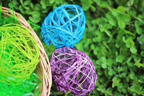 Yarn Easter Egg Craft: Make String Easter Eggs!