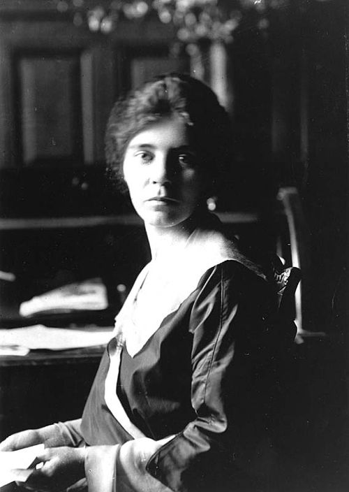 Today in 1913: Suffragist Alice Paul heads suffrage delegation to President Wilson. Her mission: https://t.co/0GeMqTPHal #WomensHistory https://t.co/bjSYoqKWVY