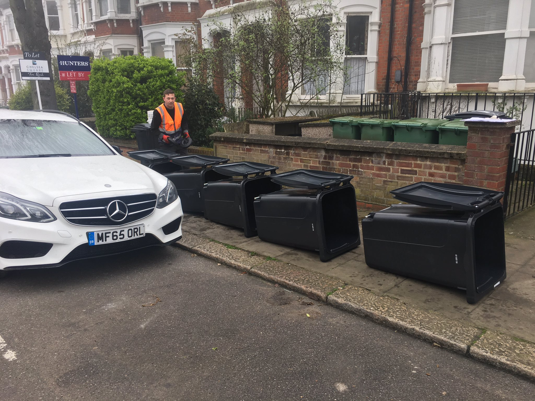 New wheelie bins continue their relentless march across West Hampstead! How will we fit them all in? @WHampstead https://t.co/i0pAfhwGpw
