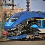 口からなんか出てる エイリアンみたいなチェコの列車が斬新すぎる!