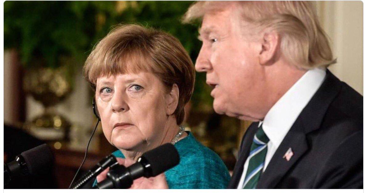 Nicht das Seehofer noch eifersüchtig wird, dieser Blick ist eigentlich ihm vorbehalten. #Merkel