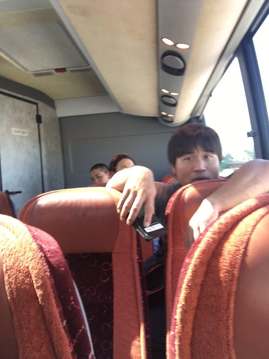 バスのエアコンが効かなくてご機嫌斜めな平田さん。 ちなみにアリゾナ36度です☀️☀️