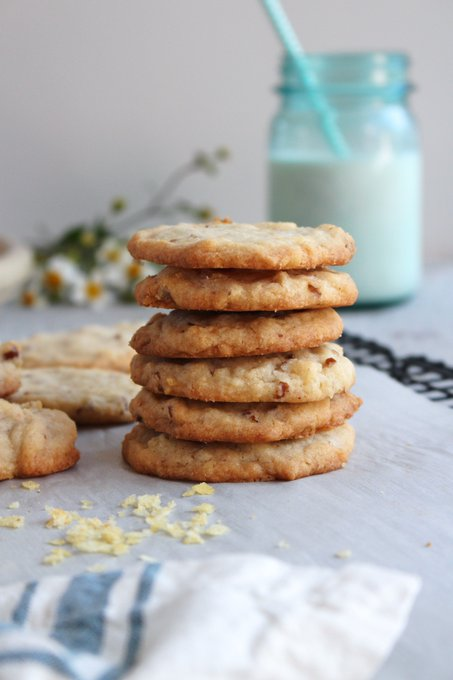 Aunt Karen's Potato Chip Cookies