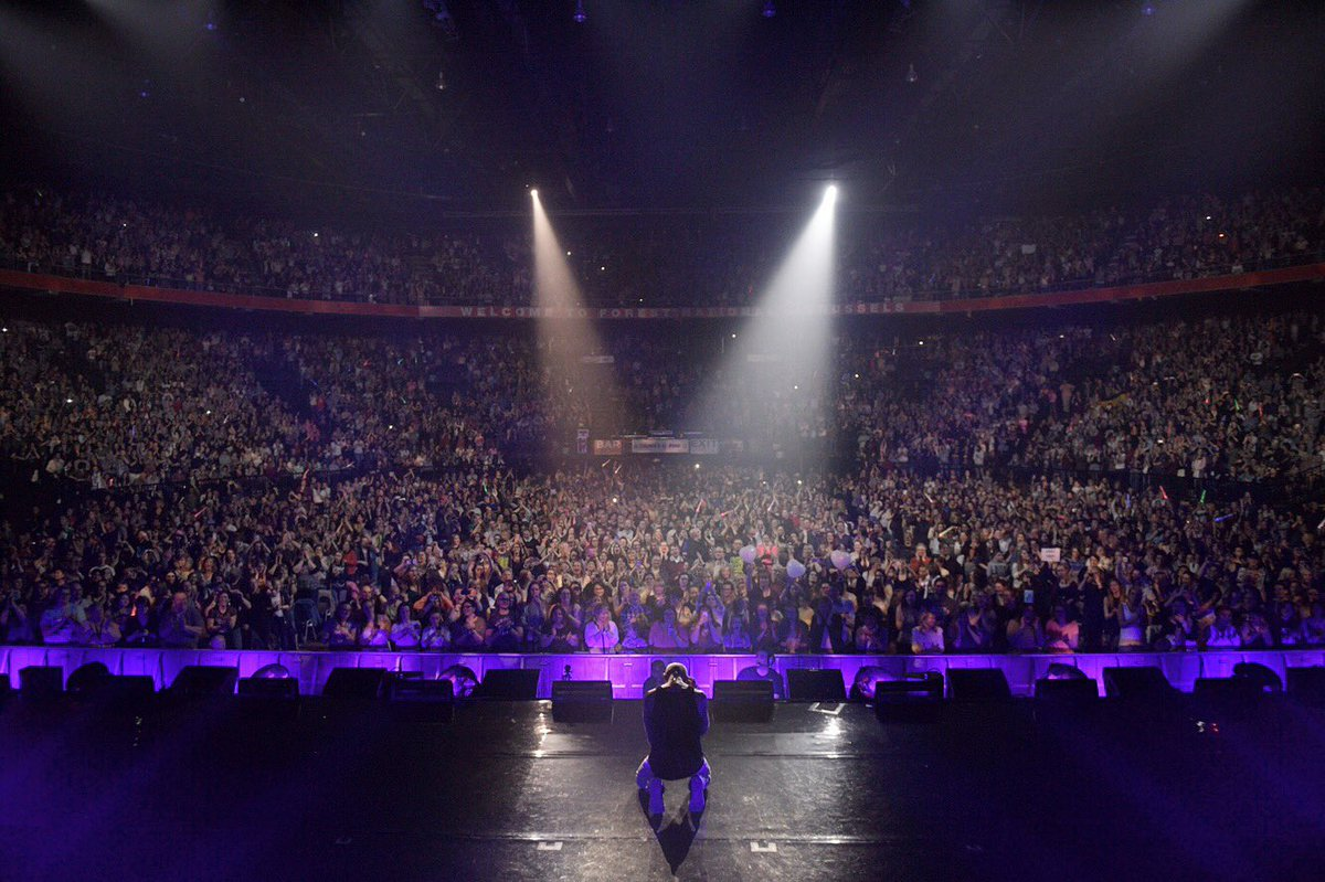 M.E.R.C.I Bruxelles pour cette merveilleuse soirée... You got me on me knees...  🇧🇪 #forestnational #mywaytour #brussels #night1 🙌🏼