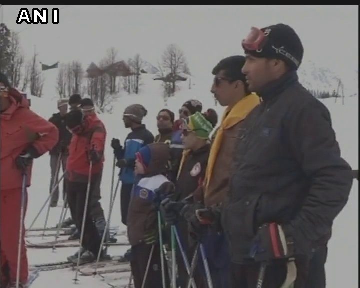 Jammu and Kashmir: Indian Army sponsors 14 underprivileged  Kashmiri youths for ski courses in Gulmarg